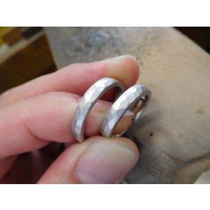 プラチナ結婚指輪(鍛造&彫金)光沢&マット オリジナルのアルファベット|kouki