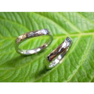 プラチナ 結婚指輪【本物の鍛造】緩やかなV字デザインで最高の着け心地!男性用は槌目&女性用はダイヤ入り|kouki