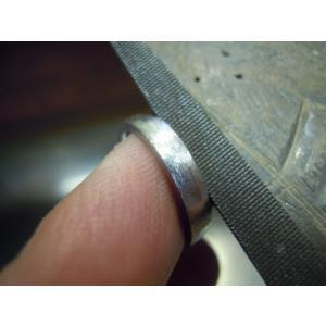 プラチナ 結婚指輪【本物の鍛造】緩やかなV字デザインで最高の着け心地!男性用は槌目&女性用はダイヤ入り|kouki|20