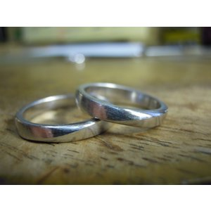 プラチナ 結婚指輪【本物の鍛造】緩やかなV字デザインで最高の着け心地!男性用は槌目&女性用はダイヤ入り|kouki|21