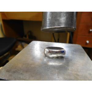 プラチナ 結婚指輪【本物の鍛造】緩やかなV字デザインで最高の着け心地!男性用は槌目&女性用はダイヤ入り|kouki|07