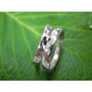 プラチナ結婚指輪(鍛造&彫金)荒仕上げ 甲丸にハート彫り&桜打ち出し kouki 02