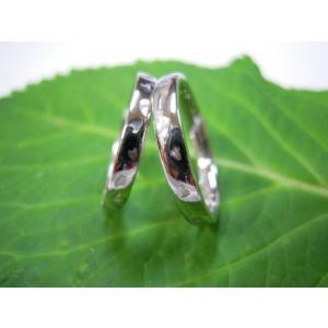 プラチナ結婚指輪(鍛造&彫金)光沢 シンプルな甲丸リングに桜の打ち出し|kouki|03