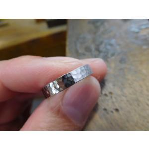 プラチナ結婚指輪(鍛造&彫金)光沢 印台風リング ダイヤのパヴェ留め|kouki|02