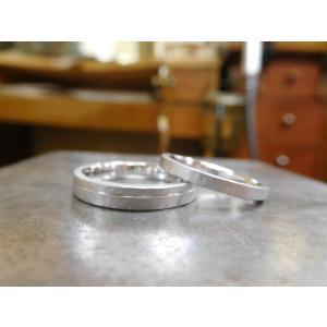 プラチナ結婚指輪(鍛造&彫金)光沢 幅広リングに繋がるハート 透かし彫り|kouki|02