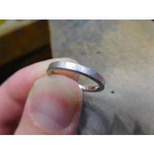 プラチナ結婚指輪(鍛造&彫金)光沢 幅広リングに繋がるハート 透かし彫り|kouki|03