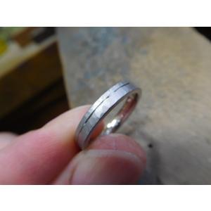 プラチナ結婚指輪(鍛造&彫金)光沢 幅広リングに繋がるハート 透かし彫り|kouki|04