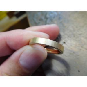 ゴールド 結婚指輪【本物の鍛造】浅めの槌目が繊細で美しい!シンプルな艶消し平打ちデザイン kouki 21