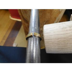 ゴールド 結婚指輪【本物の鍛造】浅めの槌目が繊細で美しい!シンプルな艶消し平打ちデザイン kouki 06