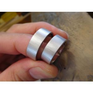 プラチナ結婚指輪(鍛造&彫金)マット 超幅広&超極太 平打ちリングに平らな鎚目|kouki