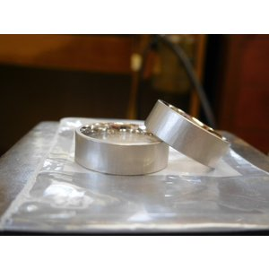 プラチナ結婚指輪(鍛造&彫金)マット 超幅広&超極太 平打ちリングに平らな鎚目|kouki|02