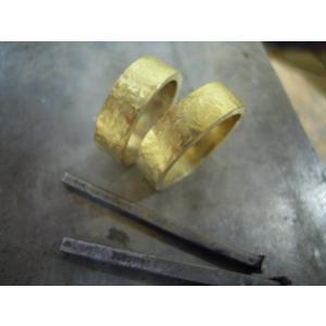 ゴールド 結婚指輪【本物の鍛造】幅広い平打ちリングに鎚目を打ちだす!日本伝統模様の槌目模様は和を感じられます! kouki 18