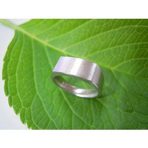 プラチナ結婚指輪(鍛造&彫金)荒仕上げ 昔の手法で造った斬新な横長角印台リング|kouki|02