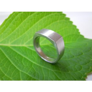 プラチナ結婚指輪(鍛造&彫金)荒仕上げ 昔の手法で造った斬新な横長角印台リング|kouki|05