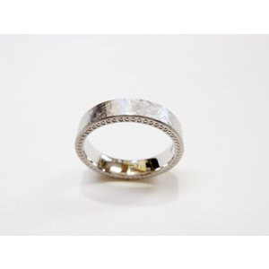 プラチナ結婚指輪(鍛造&彫金)幅広&肉厚平打ちリング マット打ち出し&側面にミル打ち|kouki|05