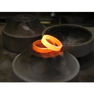 プラチナ 結婚指輪【本物の鍛造】LOVEが繋がるメビウス! 女性は美しいメビウスのエタニティ kouki 13