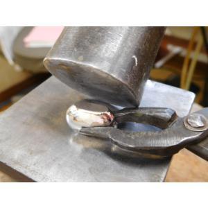 プラチナ結婚指輪(鍛造&彫金)メビウスリング 女性にはダイヤがエタニティ風に入る|kouki|05