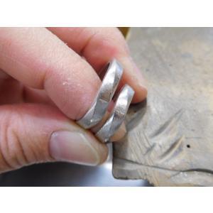 プラチナ結婚指輪(鍛造&彫金)光沢 メビウスリング ダイヤがグラデーションで輝く kouki 03