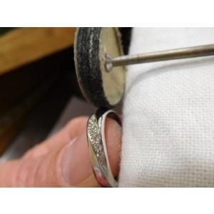 プラチナ結婚指輪(鍛造&彫金)光沢 メビウスリング ダイヤがグラデーションで輝く kouki 06