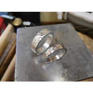 プラチナ結婚指輪(鍛造&彫金)光沢 平打ちリングに細かい槌目 男性5.5mm 女性4mm|kouki|02
