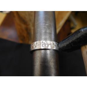プラチナ結婚指輪(鍛造&彫金)光沢 平打ちリングに細かい槌目 男性5.5mm 女性4mm|kouki|03