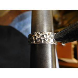 プラチナ 結婚指輪【本物の鍛造】幅広い平打ちに深い光沢の槌目が半端ない! 男性7ミリ幅 女性6ミリ幅|kouki|18