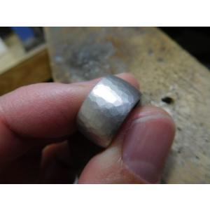 プラチナ結婚指輪(鍛造&彫金)艶消し 10mmの超極太&超肉厚 平甲丸の槌目リング|kouki|04