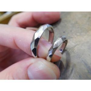 プラチナ結婚指輪(鍛造&彫金)擦り出しでクリスタルカット 男性4mm 女性3mm|kouki|02