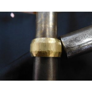 ゴールド結婚指輪(鍛造&彫金)光沢 鬼極太の深い槌目リング 男性12mm 女性10mm|kouki|11