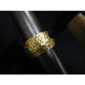 ゴールド結婚指輪(鍛造&彫金)光沢 鬼極太の深い槌目リング 男性12mm 女性10mm|kouki|13