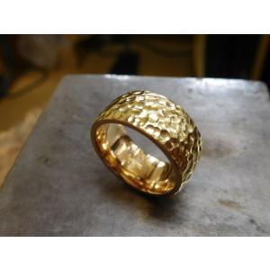 ゴールド結婚指輪(鍛造&彫金)光沢 鬼極太の深い槌目リング 男性12mm 女性10mm|kouki|05