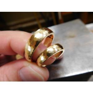 ゴールド結婚指輪(鍛造&彫金)鎚起の叩き出し 幅広甲丸リング 男性6.5mm 女性4.5mm|kouki|02