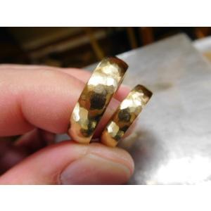 ゴールド結婚指輪(鍛造&彫金)鎚起の叩き出し 幅広甲丸リング 男性6.5mm 女性4.5mm|kouki|03