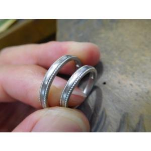 プラチナ結婚指輪(鍛造&彫金)甲丸リングの両フチに極小ミル打ち リング幅2.6ミリ|kouki|18