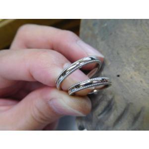 プラチナ結婚指輪(鍛造&彫金)甲丸リングの両フチに極小ミル打ち リング幅2.6ミリ|kouki|04