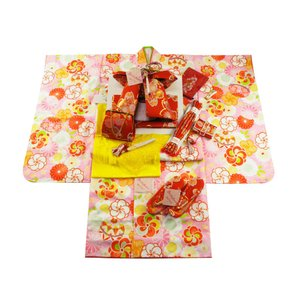 式部浪漫 ブランド 7歳用 四ッ身着物 結び帯・箱せこセット 総柄 ピンク色着物 赤帯 7kk-12|koyuki