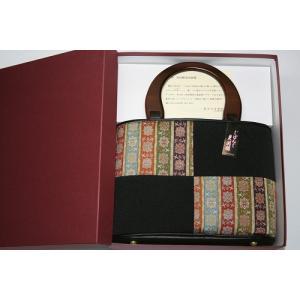 新品 箱入り 龍村美術織物生地を使用した、とても上品な 手提げバッグです。 木製の持ち手がおしゃれな...