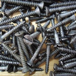 こだわりアイアン・ブラック・マイナスネジ 4×12mm(フラット) 50本|kqlfttools
