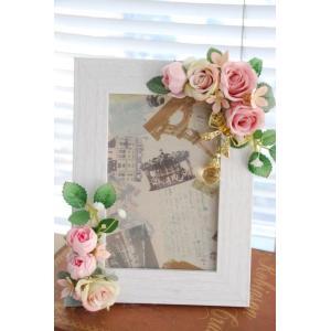 フォトフレームLL版ホワイト*ピンクローズ | ギフト フラワーインテリア 写真立て 壁掛け リース ウォールデコ 部屋の彩り おしゃれ お祝い 贈り物|kugelfg