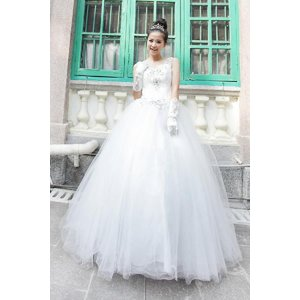 b9eba7b28f400 久美ドレスハウス - ウェディングドレス - スレンダータイプ ...