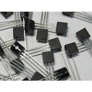 トランジスタ XC6202P502TB 20個入り|kura-parts