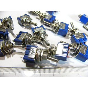 トグルスイッチ Mサイズ AC 6A 125V 3P(中点なし)|kura-parts