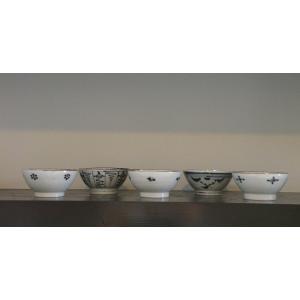 砥部焼の窯元「陶彩窯」の【小梅文 茶碗】(小サイズ)です。 (A柄)      <染付古砥部文...