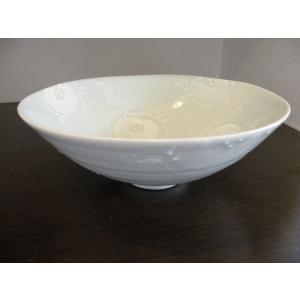 ◆砥部焼の窯元「陶彩窯」の【 イッチン椿 ボール(中サイズ)】です。  ■高さ: 約  8.0cm ...