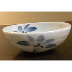 【てっせん 楕円鉢(中)】  なめらかで程よい厚みのある白磁が特徴的な、砥部焼の小鉢です。 幅広い層...