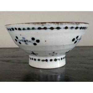 砥部焼の窯元『陶彩窯』の小花文模様の茶碗(ブルー)です。  シンプルでかわいらしいデザインの茶碗です...