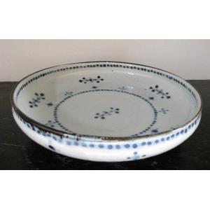 砥部焼の窯元『陶彩窯』の小花文模様の7寸深皿(ブルー)です。  深さのあるお皿なので、煮物やサラダな...