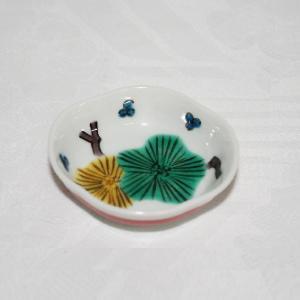 手描き 九谷焼 和洋食器 木瓜松文様豆皿(箸置き)|kutani-bitouen