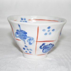 手描き 九谷焼 和洋食器 手起し道具づくし文お茶碗(小) kutani-bitouen 03