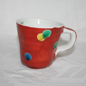 手描き 九谷焼 和洋食器 手起し赤巻水玉文マグカップ(在庫切れ)|kutani-bitouen